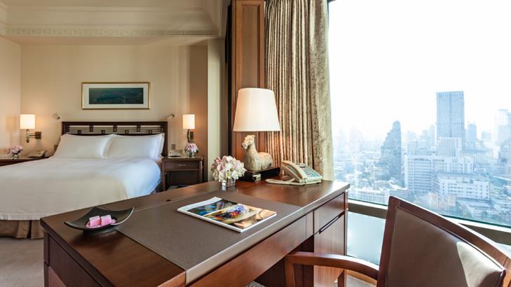 Peninsula Bangkok Hotel