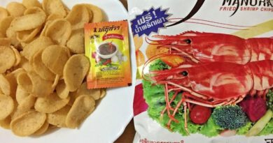 Manora Fried shrimp chips are one of the Thais' favorite snacks.